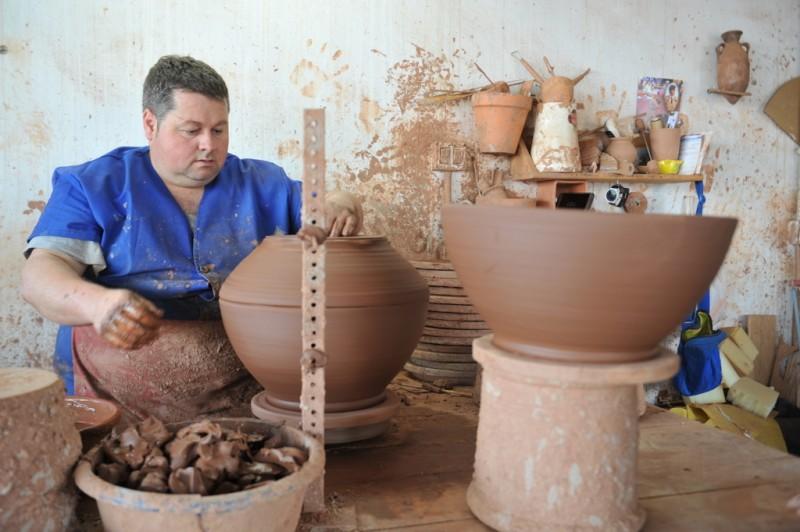 Totana alfareros see the future in the past