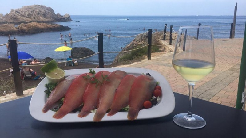 Chiringuito El Lastre, tapas, meals and drinks on the beautiful seafront of the bay of Portmán