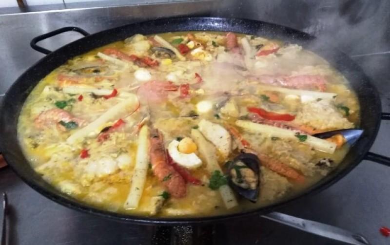 Summer dish of the day and 10.50€ lunchtime Menú del Día at Restaurante Los Galayos on the seafront in Puerto de Mazarrón