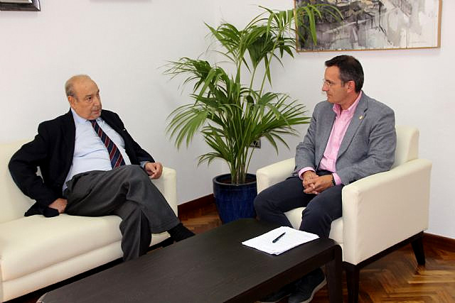 <span style='color:#780948'>ARCHIVED</span> - Inconclusive meeting between Paramount boss and Alhama de Murcia Mayor